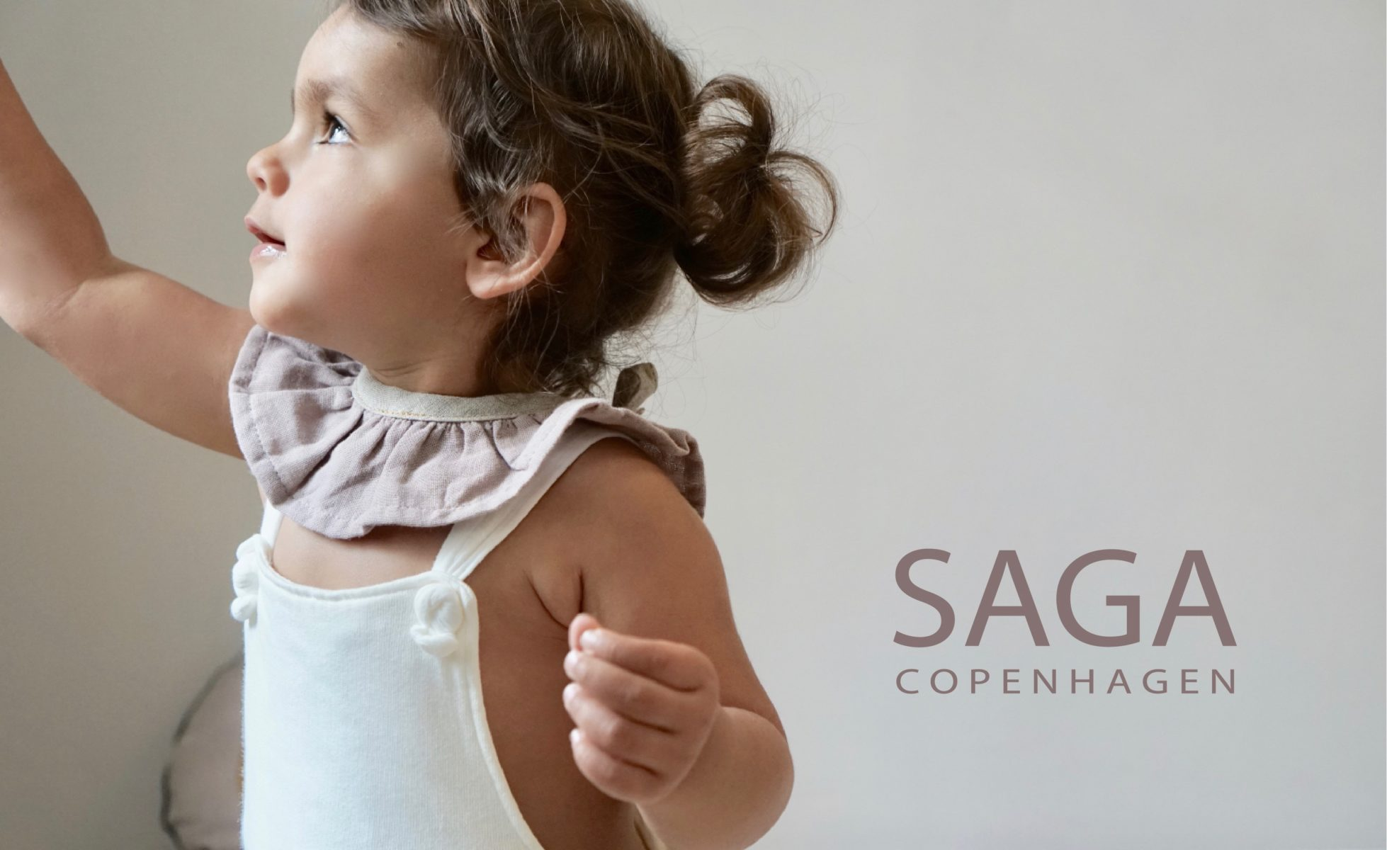 Saga Copenhagen Imagebild mit Logo
